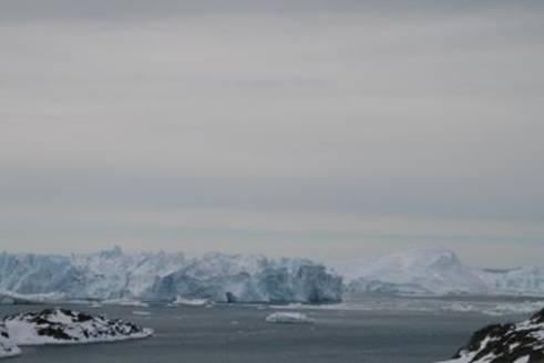 isbjerge og sol